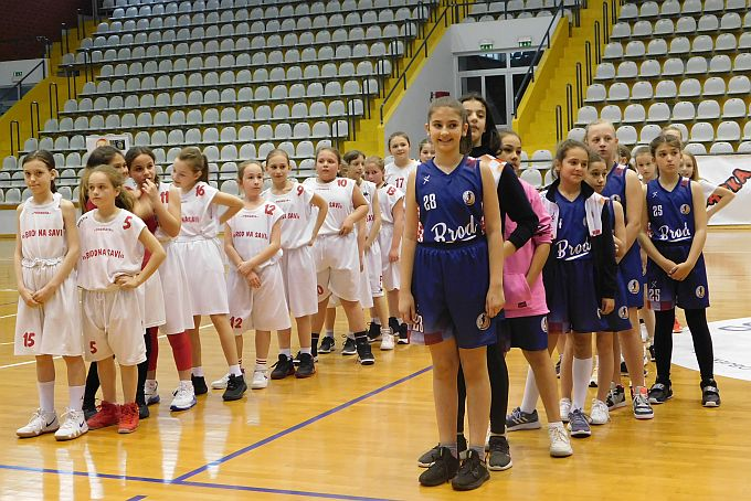 """Danas u dvorani """"Vijuš"""" održan turnir regije Slavonija i Baranja u Mini košarci U11 za djevojčice"""