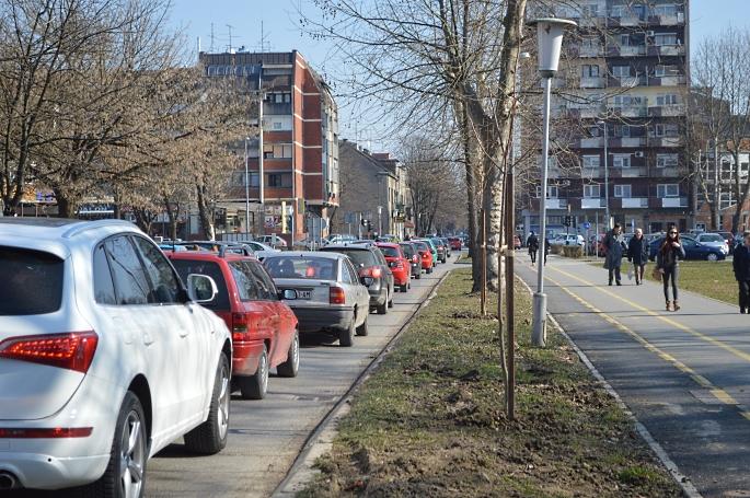 """Zabilježen je drastičan pad prodaje novih vozila, ipak kupljeni su novi audiji i BMW-i ili pokoja """"egzotična"""" marka"""