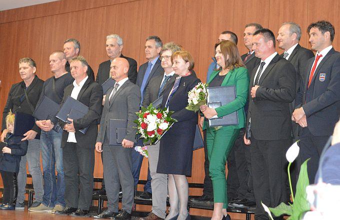 Na današnjem obilježavanju 26. godišnjice Brodsko- posavske županije dodijeljene nagrade i priznanja zaslužnim pojedincima