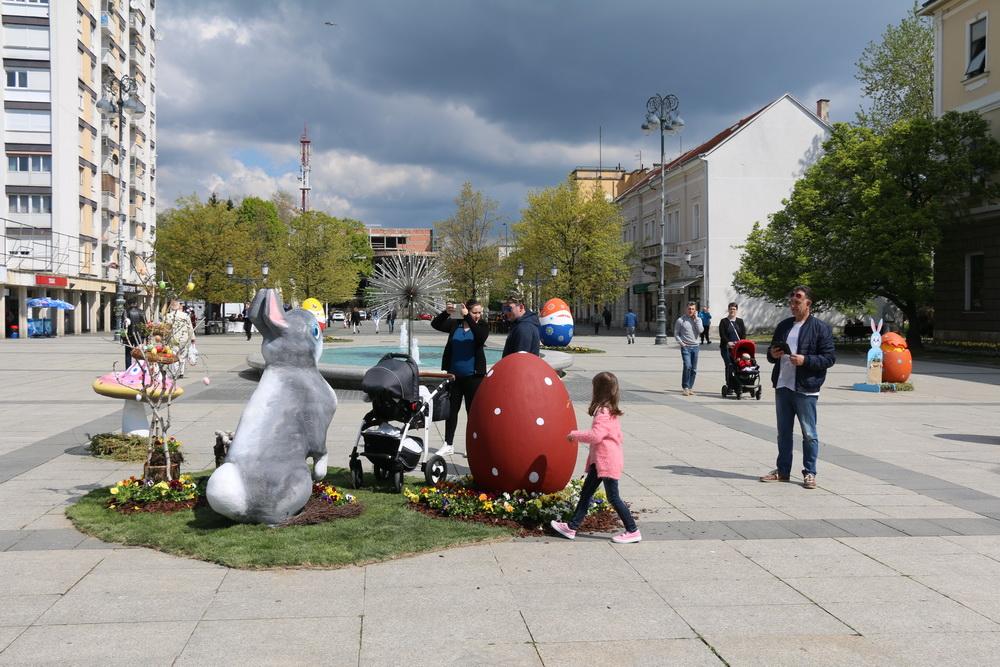 Uskrsne dekoracije uljepšale su naš centar grada