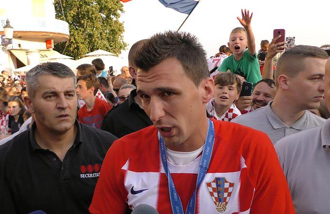 Mario Mandžukić ima problema s ozljedom i navodno da do kraj sezone neće igrati , no talijanski mediji donose drugu priču