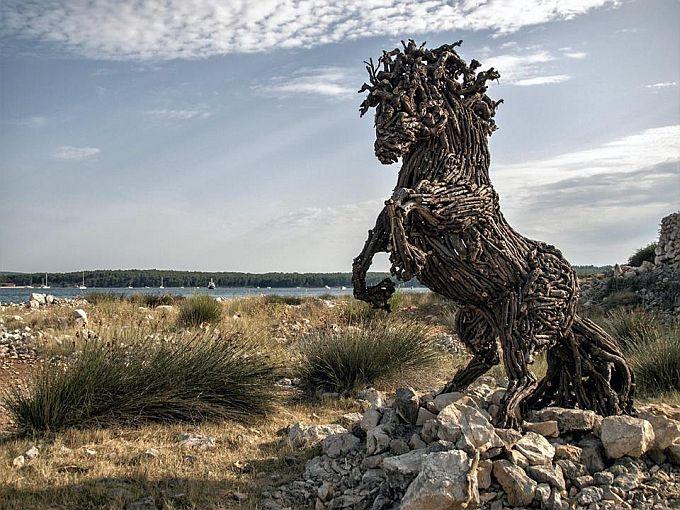 Na Uskrsni ponedjeljak u Malinu izložba umjetničkih skulptura od vinove loze i maslinovog drveta, jedinstvenu u svijetu