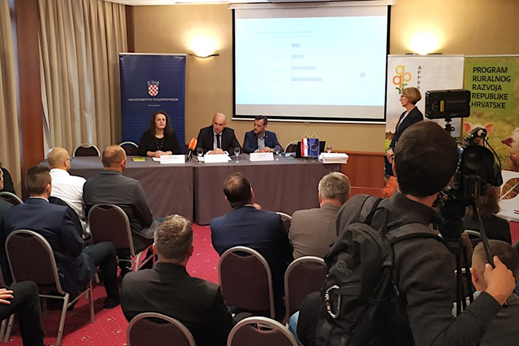 Poljoprivrednicima Brodsko- posavske županije gotovo 15 milijuna kuna bespovratnih sredstava za tri ugovora iz sektora voća i povrća, stočarstva i peradarstva
