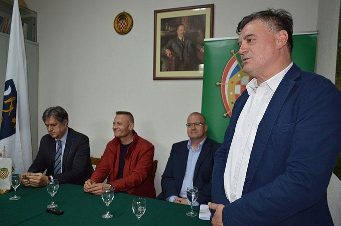 Bahtijarević, Novotny i predsjednik HSS-a Beljak danas u Slavonskom Brodu poručili: Uzor nam trebaju biti zapadne zemlje ali smo za proširenje EU-a
