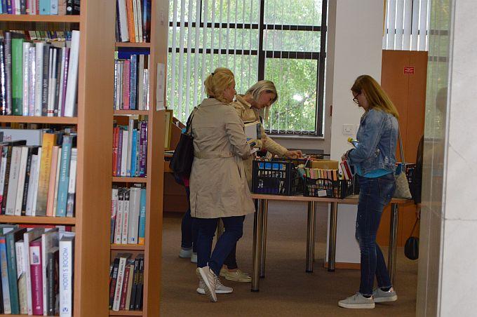 Knjige po promotivnim cijenama i besplatno članstvo u knjižnici dva su detalja koji su Brođane najviše privukli u Noći knjige