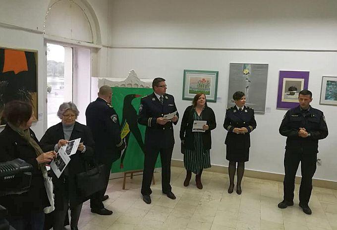 Brođani su posjetili izložbu lažnog sjaja, policija u svim sferama društva pa i u umjetnosti
