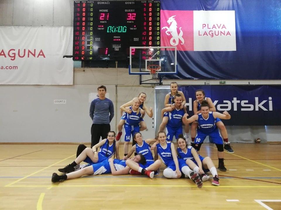 Mlade uspješne sportašice, brodske Klasičarke državne viceprvakinje u košarci