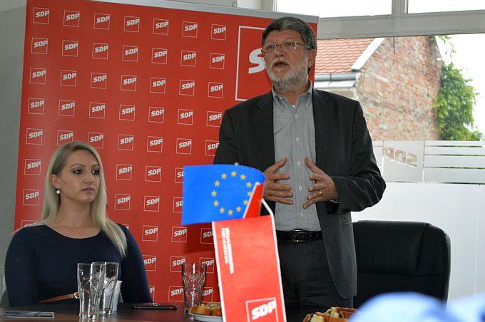 Tonino Picula u Slavonskom Brodu predstavio SDP-ov program koji se zasniva na ravnopravnosti građana, regija i Hrvatske kao članice