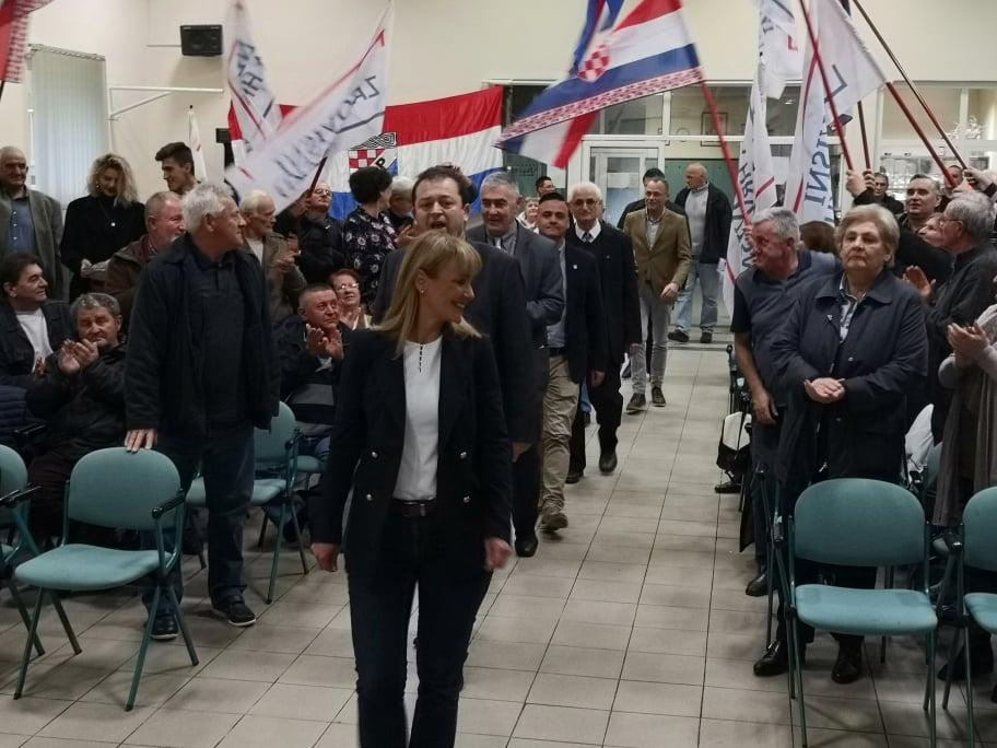Hasanbegović, Esih i Glasnović u Slavonskom Brodu poručili: Ovo su izbori na kojima hrvatski narod ima prigodu poslati poruku i izjasniti se o svemu onome čime su nezadovoljni