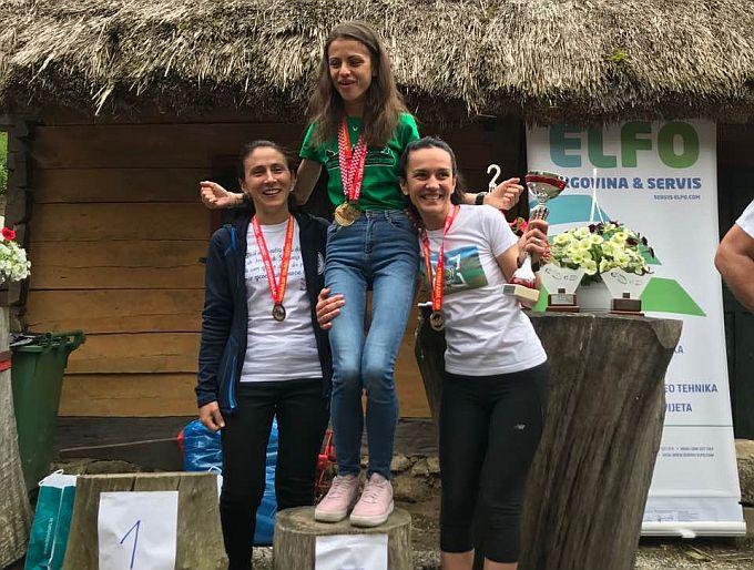 Ines prvakinja Hrvatske u planinskom trčanju na duge staze, s Mazatoricama Ivanom i Ankicom, ekipno treće, pehar je u rukama