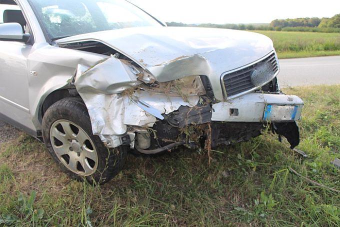 U prometnoj nesreći tri automobila završila u kanalu, dvije osobe ozlijeđene
