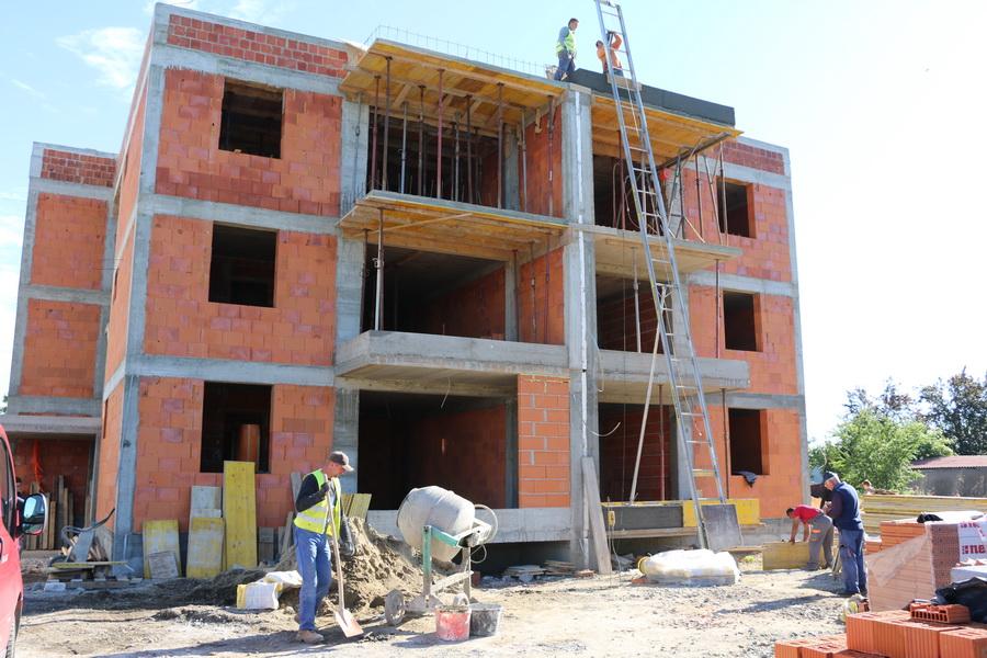 Na gradilištu novih gradskih stanova za mlade i vrtića u Kažotićevoj ulici užurbano se radi