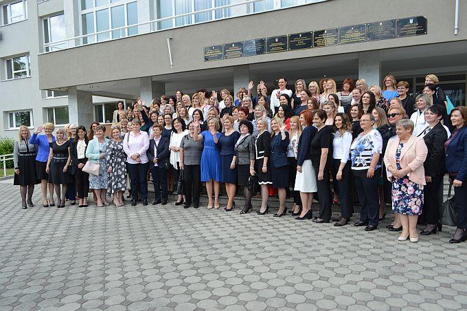 Preko stotinu žena Broda i županije  danas je s Predsjednicom u Slavonskom Brodu razgovaralo o položaju žena u društvu i njihovoj (ne)ravnopravnosti