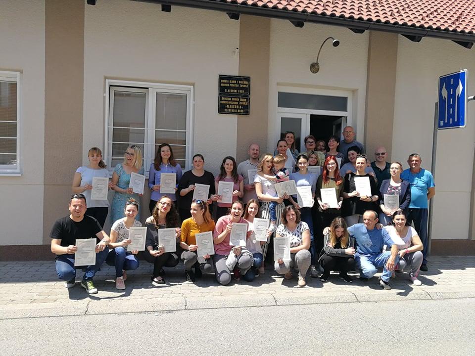 Tridesetpet polaznika u Slavonskom Brodu uspješno je završilo 1. stupanj tečaja Hrvatskog znakovnog jezika
