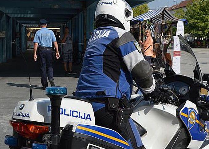 Sedam osoba u dobi od 19, 21, 22, 25, 38 i jedna mlađa muška osoba organizirano su krali po Brodu i okolici