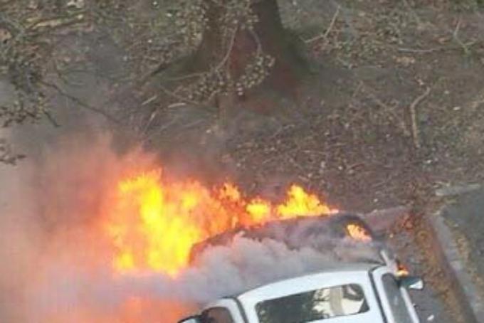 Požar na automobilu izbio zbog akumulatorske baterije