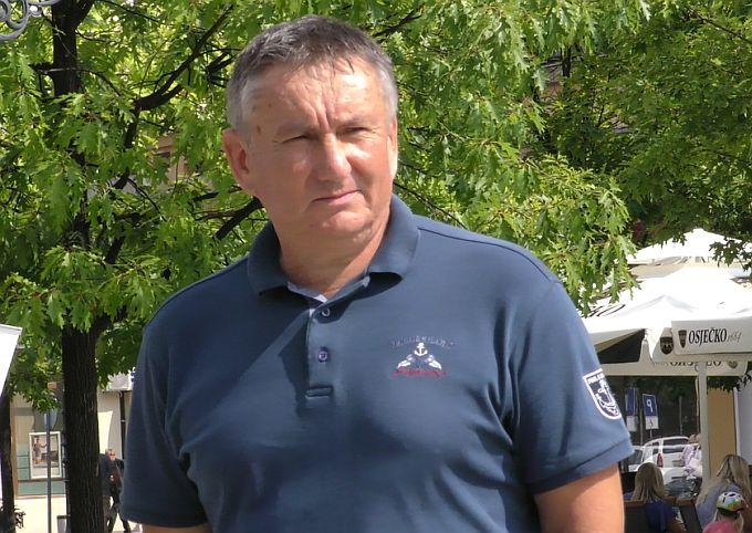 O sudbini Stribora Valente kao predsjednika i članova ostalih tijela konačnu odluku donosi predsjedništvo stranke kazao je Mijo Kladarić pojašnjavajući Statut SDP-a