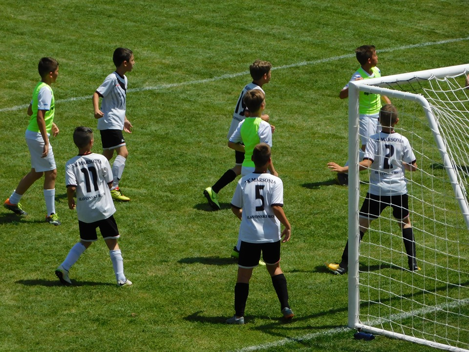 Na velikom  turniru u Slavonskom Brodu okupljeno oko petsto djece, malih nogometaša i nogometašica