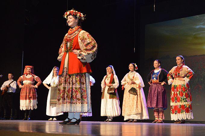 U Slavonskom Brodu izabrana je najljepša Hrvatica u narodnoj nošnji, Ivana Jelač iz Volodera