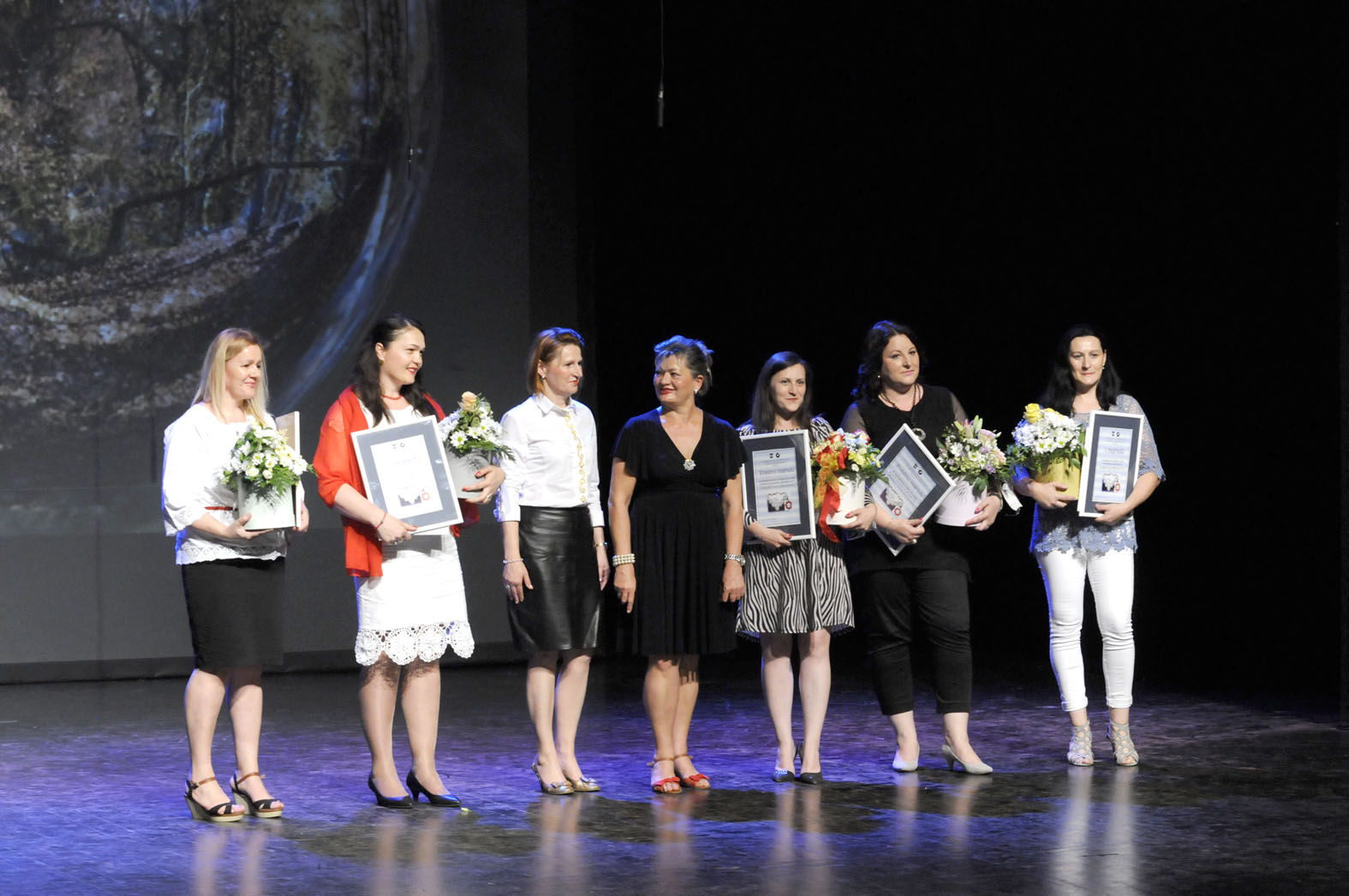 Uloženi trud za uređenje izloga i bogatiji vizualni identitet našega grada povodom Brodskog kola nagradila je Turistička zajednica županije