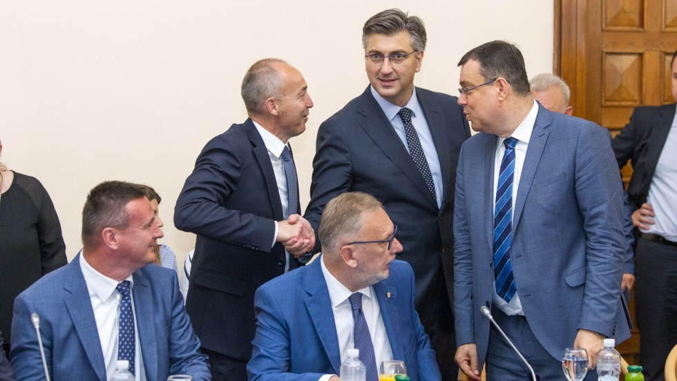 Sukladno EU povelji o lokalnoj samoupravi građanima trebaju biti osigurane efikasnije usluge, o tome se razgovaralo na šestom sastanku Vlade RH i župana
