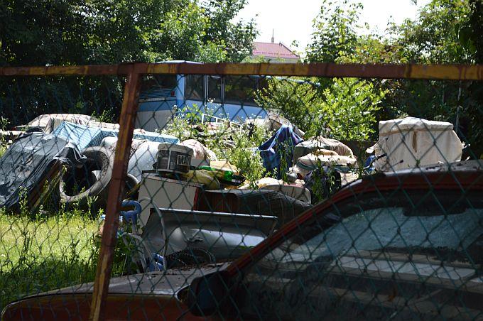 Zbog spornog dvorišta punog komunalnog otpada na Sajmištu pokrenut je upravni postupak, a vlasniku naloženo uklanjanje predmetnog otpada