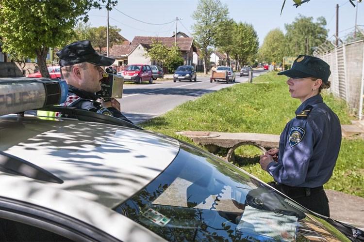 Jurnjava po cestama, u Oriovcu, brzinom od 147 km/h vozio 21-godišnjak, 237 km/h autocestom vozač BG registracijskih oznaka