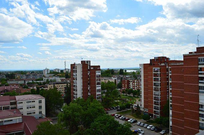 Početak tjedna donosi pretežno oblačno vrijeme u Slavonskom Brodu, tijekom dana vruće uz pokoji pljusak