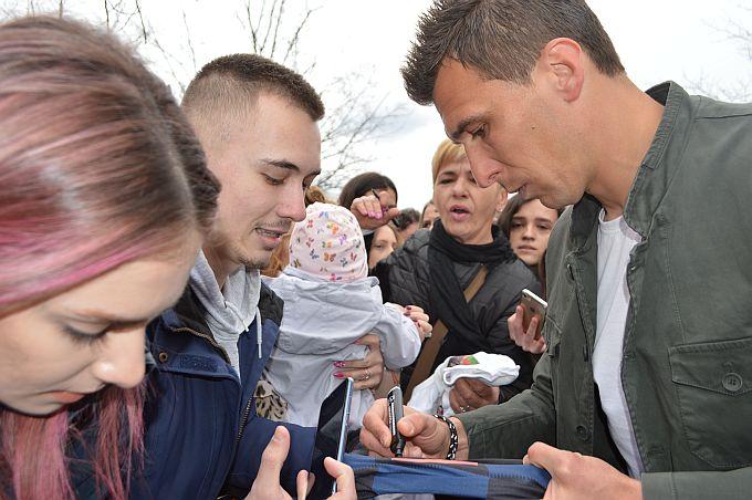 O transferu se priča danima, Mario Mandžukić od Otoka i Seville do Bayerna i Nike Kovača?