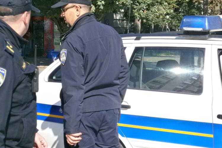 Nakon što su uhvaćeni u Brodu i Bebrini da voze bez položenog vozačkog nekoliko puta, dečkima nakon uhićenja i kazni to valjda više neće pasti na pamet