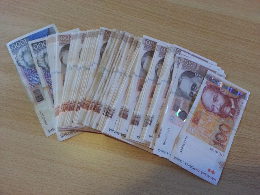 Od rujna veće plaće državnim i javnim službenicima