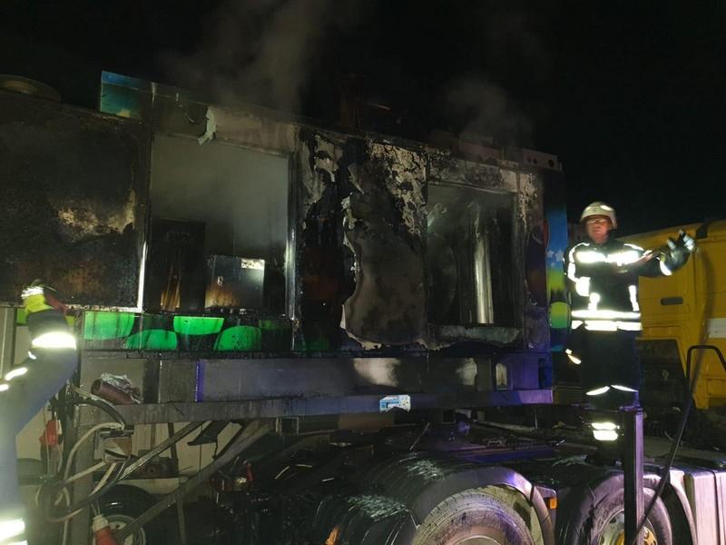 Tijekom vikenda izbio je požar na pet mjesta, jedan vatrogasac završio je u bolnici
