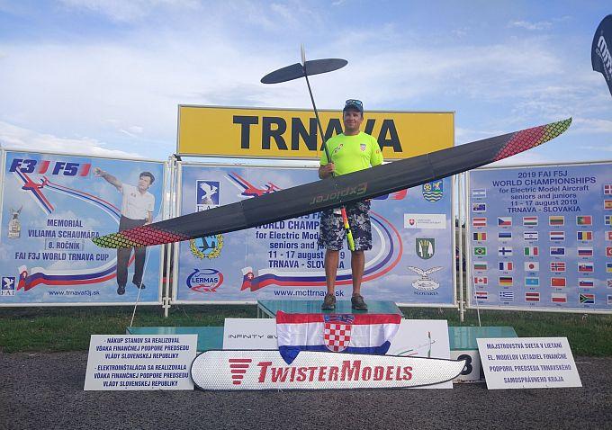 Slavonski Brod ima svjetskog prvaka, Arijan Hucaljuk  vrhunski je  sportaš svjetske klase u zrakoplovnom modelarstvu