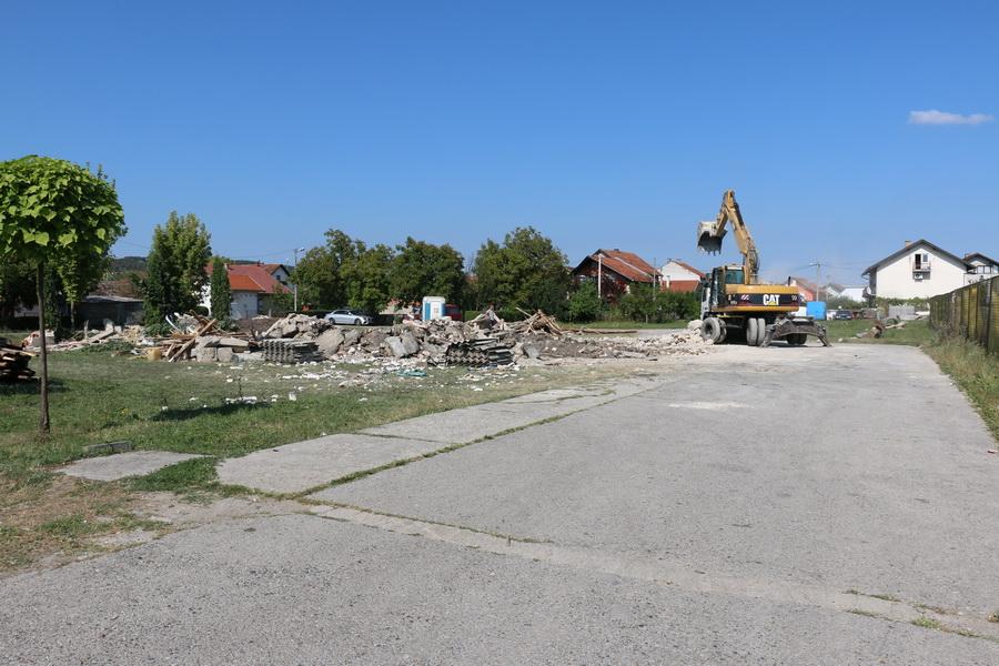 Srušena je stara zgrada Mjesnog doma na Koloniji, kreće izgradnja novog