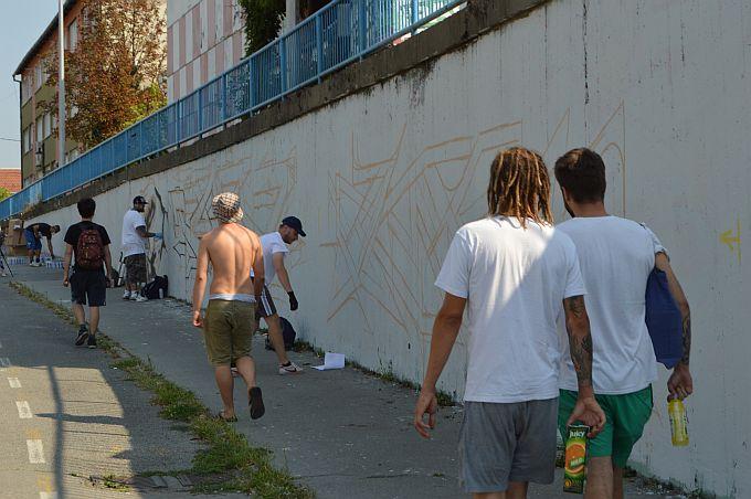 Neki u slobodno vrijeme odlaze na pecanje, a neki bojaju zidove, podvožnjak u Brodu dobit će novu vizuru zahvaljujući graffiterima