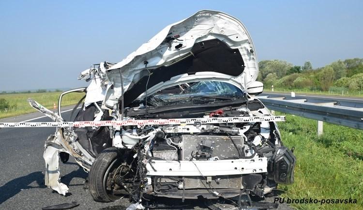 Na Sjevernoj veznoj cesti pri udaru automobilom u betonski zid teško ozlijeđena 22-godišnjakinja