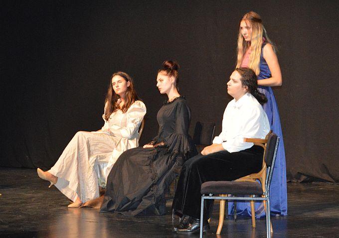 """""""Hotel mrtvih žena"""" druga je predstava koju su Brođani mogli pogledati na FAK-u, u srijedu nas u jednoj večeri očekuju dvije predstave"""