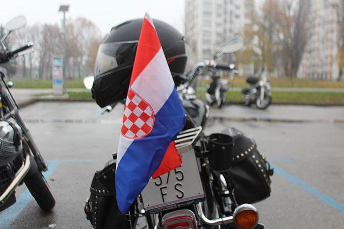 """Bukom motora protiv tišine ALS-a"" - Let motornim paraglajderima od Iloka do Zagreba"""
