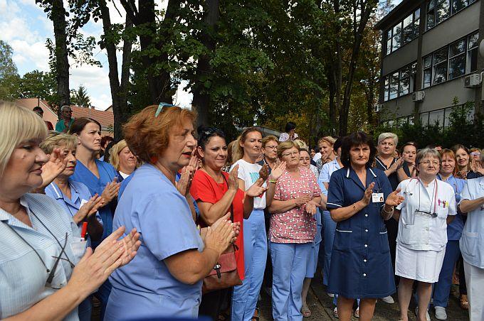 I brodski medicinski tehničari, sestre i liječnici danas pred bolnicom, digli su glas