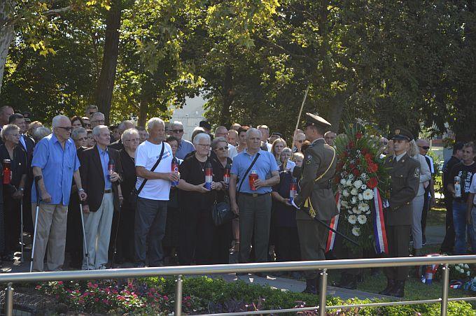Pripadnici svih brodskih brigada Domovinskog rata danas okupljeni na jednom mjestu, još samo da Brođani prepoznaju značaj ovoga dana