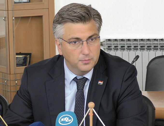 Plenković najavio povećanje plaća od 6,12% svim državnim i javnim službenicima
