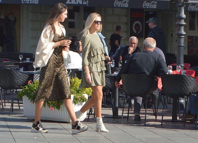 Topla jesen bez kiše daje mogućnost kombiniranja svih odjevnih predmeta, romantična haljinica s volanima ili leopard uzorak, nećete pogriješiti