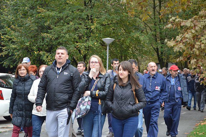 Nema rada bez plaće, radnici ĐĐ još su u štrajku i čekaju, ako na računu ne budu novci do petka odlaze u Zagreb