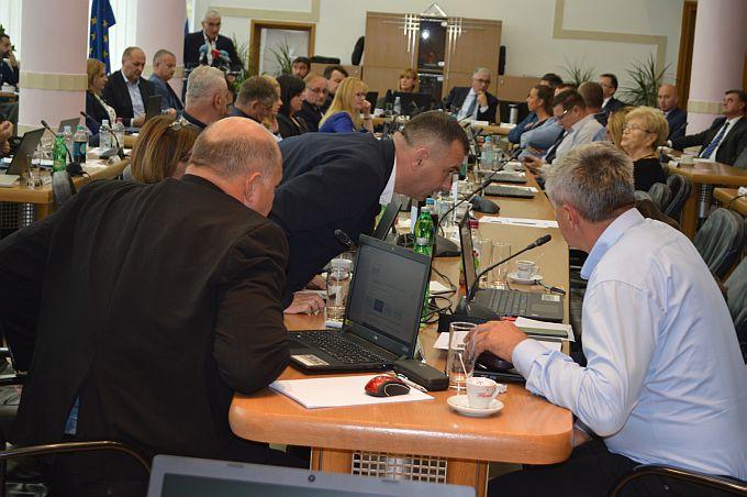 Održana 17. sjednica Županijske skupštine, pogledajte što su pitali vijećnici i kakve su odgovore dobili