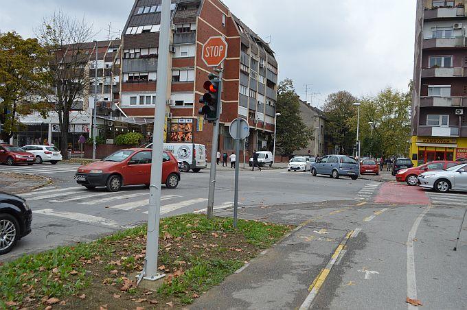 Vozačima informacija, mijenjaju se pravila o prolasku kroz crveno svjetlo, kamerama ili brzini. U pripremi je novi Pravilnik