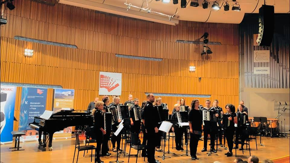 Na međunarodnom natjecanju, u dvije kategorije Brodski harmonikaški orkestar Bela pl. Panthy osvojio dvije zlatne plakete