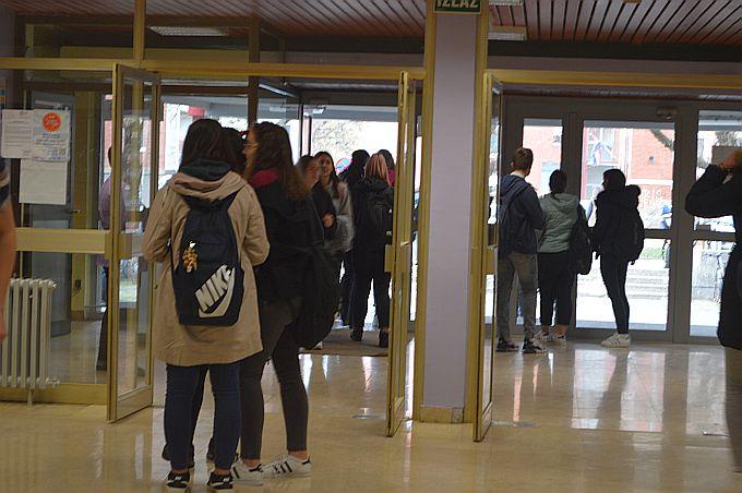 U ponedjeljak nema štrajka zbog pijeteta prema svim žrtvama Vukovara, u utorak nastave nema u cijeloj Hrvatskoj
