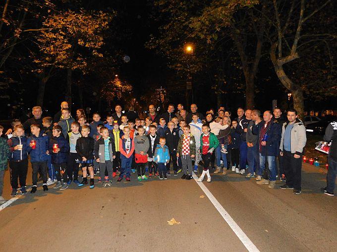 Na stotine svijeća upalili su Brođani u spomen na žrtvu Vukovara