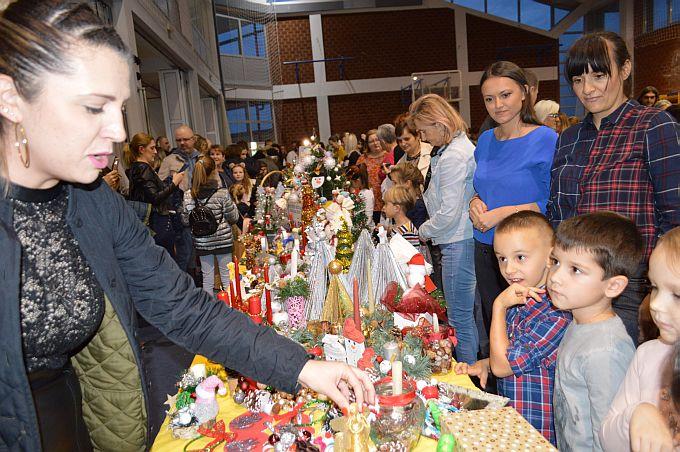 Na dječjem Katarinskom sajmu prodaju djeca sve što donesu, znaju što treba, božićni ukrasi