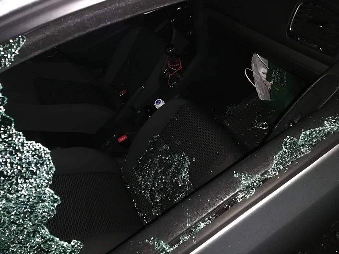 Sinoć je netko razbio staklo od automobila i uzeo crni ruksak, u njemu se nalazio vjenčani prsten